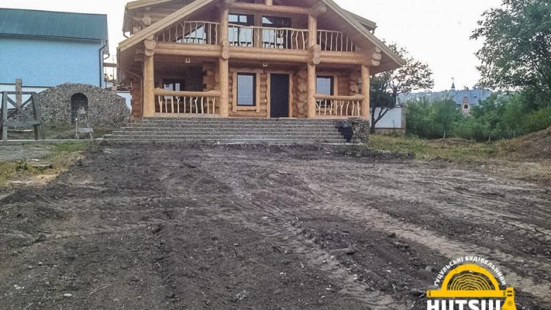 Будинок B001